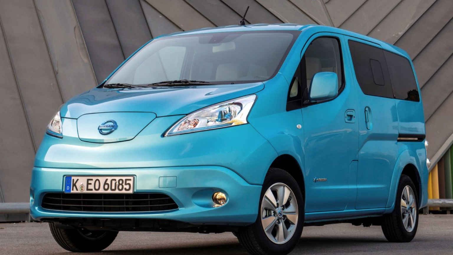 nissan e nv200 evalia 2014 2018 price and specifications. Black Bedroom Furniture Sets. Home Design Ideas
